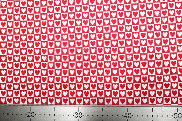 Piros alapon fehér kockás szíves pamutvászon